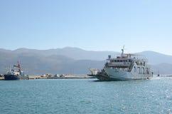 Traghetto che entra al porto Fotografia Stock
