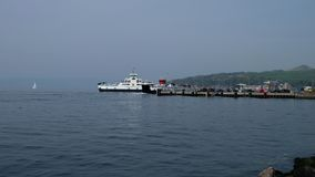 Traghetto che lascia grande pilastro sul fine settimana di pasqua in Scozia