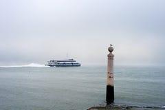 Traghetto di Lisbona Almada Fotografia Stock