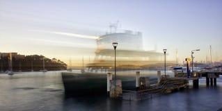 Traghetto di primo mattino Fotografie Stock