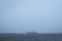 Traghetto durante la bufera di neve Fotografia Stock