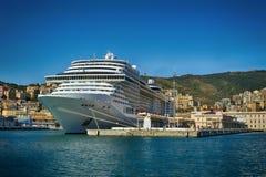 Traghetto enorme nel porto di Genova, Italia di crociera del mare Immagine Stock Libera da Diritti