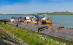 Traghetto messo in bacino alla riva di Braila Immagine Stock Libera da Diritti