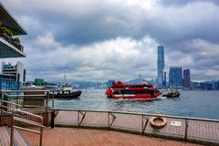 Traghetto nella baia in Hong Kong immagini stock libere da diritti