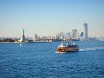 Traghetto nella baia superiore di New York Fotografie Stock