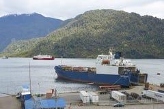 Traghetto in Puerto Chacabuco, Patagonia, Cile fotografia stock
