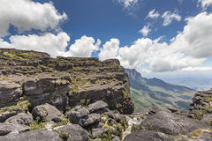 Trail down from the plateau Roraima passes under a falls - Venez Stock Images