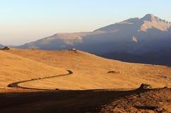 trail för överkant för kantvägsolnedgång Arkivbild