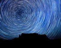 trail för stjärna för natt för exponeringsbild lång royaltyfria foton
