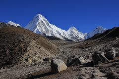 Trail leading towards Everest base camp and mount Pumori Stock Images