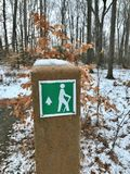A TRAIL MARKER ON A PUBLIC PATH SHOWS WHICH WAY TO WALK. The Cleveland Metroparks has a fine set of paths and parks. Cleveland Metroparks is an extensive system Stock Photo