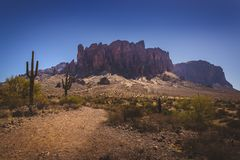 Trail To Superstition Mountains Royalty Free Stock Images
