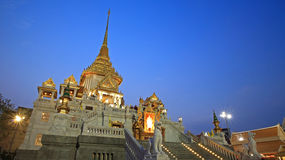 Traimit temple architecture at dusk in Bangkok Stock Photos