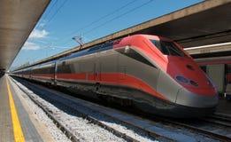 Train à grande vitesse dans la gare Image stock