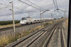 Train à grande vitesse du renfe A V E image libre de droits