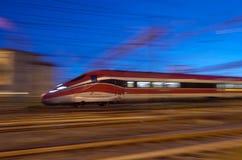Train à grande vitesse italyan moderne près de la station Santa Maria Novela à Florence, Italie dans le 16 novembre, photo stock
