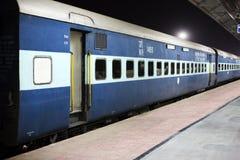 Train à la gare ferroviaire photo stock