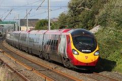 Train électrique de Pendolino dans la livrée spéciale de X-hommes Image libre de droits