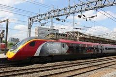 train électrique de pendolino de X-hommes à la station de Crewe Image stock