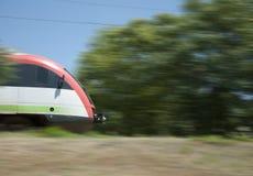 Train électrique sur l'aller photographie stock libre de droits