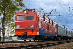 Train électrique sur le chemin de fer de vintage image libre de droits