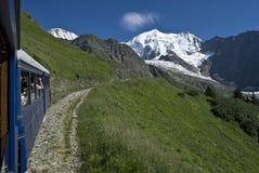 Train alpestre en France (blanc de tramway du mont) Photographie stock libre de droits