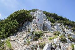 Train Alta Via del Monte Baldo de Turistic, ridgeway en montagnes de policier photos stock
