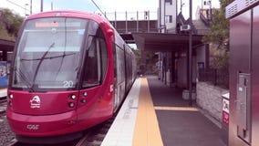 Train approchant la station de verger de Dulwich banque de vidéos
