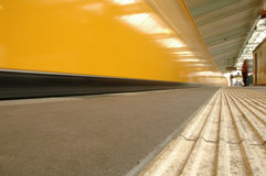 Train au fond de Berlin Image stock