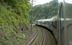 Train autour de coin Photographie stock libre de droits