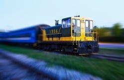 Train avec la tache floue de mouvement photos stock