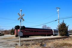 Train avec le signal de croisement Image libre de droits