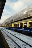 Train Berner Bahn sur terre   Images libres de droits