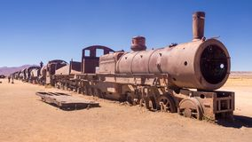 Train Cementery en dehors de village d'Uyuni, Salar de Uyuni, Potosi images stock