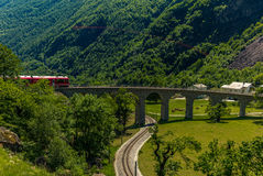 Train on the circular viaduct bridge near Brusio Royalty Free Stock Photos