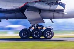 Train d'atterrissage dans le mouvement Images libres de droits