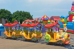Train d'attraction d'enfants Photo stock