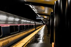 Train d'or et d'argent photographie stock