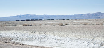 Train dans la distance, hurlant Nevada Desert Image libre de droits