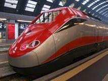 Train dans la gare de Milan Photos stock