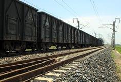 Train dans le chemin de fer Photographie stock