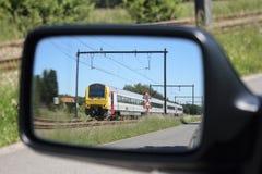 Train dans le miroir de véhicule Photographie stock libre de droits