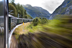 Train dans le mouvement Photo stock