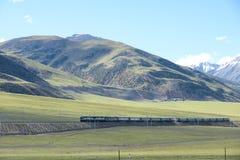 Train dans le plateau Photo stock
