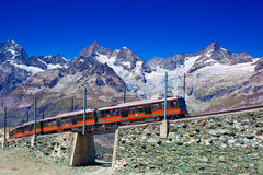 Train dans les Alpes Photos stock