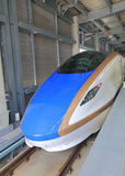 Train de balle de Hokuriku Sinkansen Japon Image stock