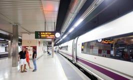 Train de Barcelone - de Madrid sur la plate-forme Photographie stock libre de droits