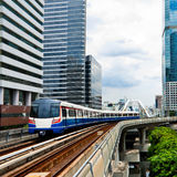 Train de ciel à Bangkok Photographie stock libre de droits