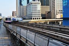 Train de ciel de Bangkok Images libres de droits
