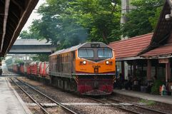 Train de fret en Thaïlande Photos stock